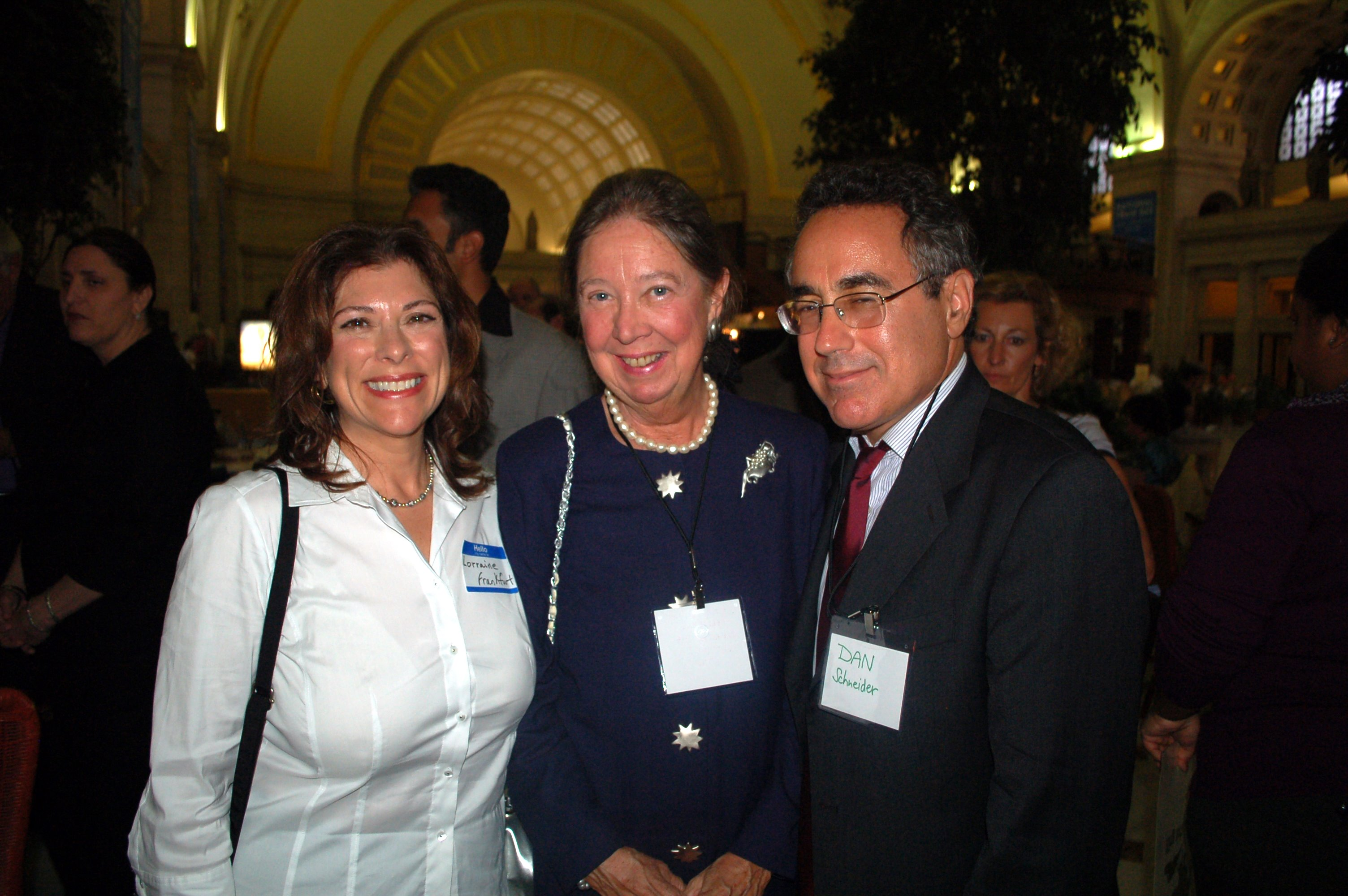 05-2010-lorraine-dan-and-nanine-in-dc.jpg